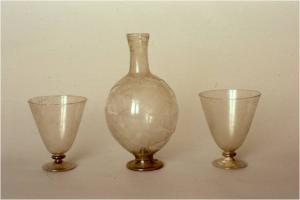 Calici e bottiglietta dallo scavo di Piazza del Castello a Gambassi (sec. XVI)